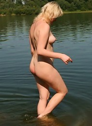 Piquant xxx pictures featuring pretty female nudists with desirable bodies
